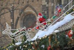 De Kerstman op de slee royalty-vrije stock afbeelding