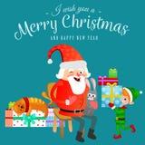 De Kerstman in rode hoed met baard zit op stoel met in hand haas die wens maakt, ligt de kat elf voorbereidt giften, huwt Royalty-vrije Stock Foto's