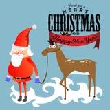 De Kerstman in rood hoed en jasje, met het rendier van de baardholding halper, huwt van Kerstmis en gelukkige nieuwe jaarvector Stock Fotografie