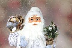 De Kerstman in sneeuw royalty-vrije stock afbeeldingen