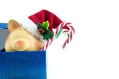 De Kerstman van het spaarvarken in geïsoleerde giftdoos Royalty-vrije Stock Foto's