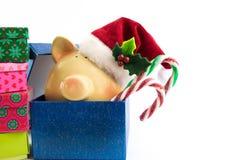 De Kerstman van het spaarvarken in geïsoleerde giftdoos Royalty-vrije Stock Afbeelding