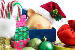 De Kerstman van het spaarvarken met geïsoleerde ornamenten Stock Foto