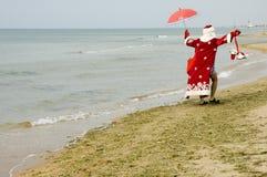 De Kerstman in zwemmend kostuum Royalty-vrije Stock Foto's