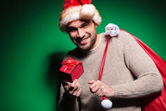 De kerstmanmens is dissapointed over zijn klein heden Royalty-vrije Stock Foto