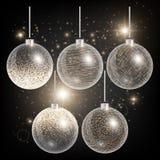 De Kerstmisballen op een zwarte achtergrond met goud schitteren Stock Foto