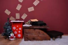 De Kerstmisbrievenbus en sneeuwt het Stock Afbeelding