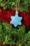 De Kerstmisdecoratie voor boom in goud schitteren en rood Royalty-vrije Stock Afbeelding