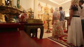 De Kerstmisdienst en de wake op Feest van de Geboorte van Christus van Christus (Russische Orthodoxe Kerk) stock footage