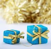 De Kerstmisgiften schitteren achtergrond met exemplaarruimte vaas toe Vrolijke Kerstmis en Gelukkig Nieuwjaar Stock Fotografie