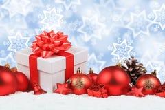 De Kerstmisgiften stelt de sterrenachtergrond voor van de ballendecoratie copys Stock Foto