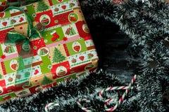 De Kerstmistijd, stelt onder de boom voor royalty-vrije stock afbeeldingen