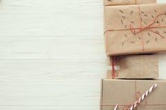 De Kerstmisvlakte lag modieuze eenvoudige Kerstmis stelt met rood r voor royalty-vrije stock afbeeldingen
