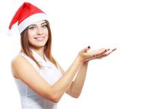 De Kerstmisvrouw toont bij de open palmen Royalty-vrije Stock Afbeelding