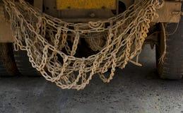 De kettingen op de vrachtwagen stock foto