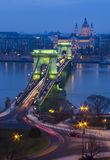 De Kettingsbrug in Boedapest, Hongarije bij zonsondergang Royalty-vrije Stock Foto's