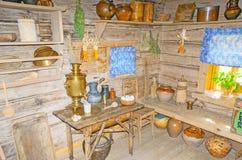 De keuken in oud blokhuis, Suzdal Stock Afbeelding