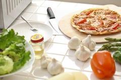 De keuken, pizza, maakt Stock Afbeelding