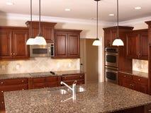De Keuken van de luxe met Eiland 3 Stock Foto's