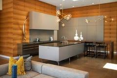 De Keuken van het luxehuis stock afbeeldingen