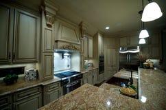De keuken van Upscale met granietcountertops Stock Foto