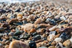 De kiezelsteen van kustgolven Stock Fotografie