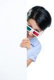 De kijker in 3D bril piept uit Royalty-vrije Stock Fotografie