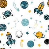 De kinderachtige naadloze patroonhand getrokken ruimteelementen plaatsen, raket, ster, planeet, sondeerballon uit elkaar In jonge stock illustratie