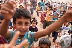 De kinderen bij Atmeh-vluchteling kamperen, Atmeh, Syrië. Royalty-vrije Stock Foto's