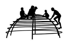 De kinderen die bij het stuk speelgoed van de speelplaatsklimmer in vermaak spelen parkeren silhouetillustratie Openlucht activit stock illustratie