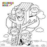 De kinderen die in een boom spelen huisvesten kleurende boekpagina vector illustratie