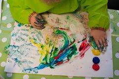 De kinderen die met pinger schilderen schilderen Royalty-vrije Stock Fotografie
