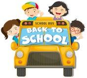 De kinderen die op de school berijden vervoeren per bus Stock Afbeelding