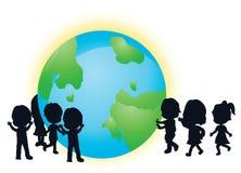 De kinderen en de aarde van silhouetten Stock Afbeelding