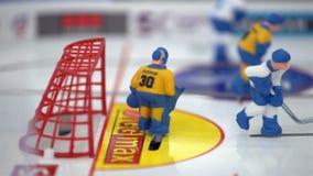 De kinderen en de volwassenen spelen lijsthockey Close-up stock footage