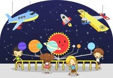 De kinderen hebben een onderwijsstudie bij de wetenschapsfysica Royalty-vrije Stock Foto's