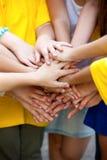 De kinderen hebben handen samen gecombineerd Stock Foto