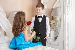 De kinderen houden van verhaal royalty-vrije stock foto's