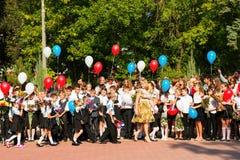 De kinderen keren naar school terug Royalty-vrije Stock Afbeeldingen
