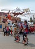 De kinderen presteren in Sihanoukville jaarlijks Carnaval Stock Foto's