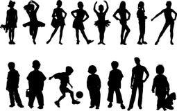 De kinderen silhouetteren Stock Foto's