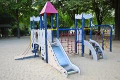 De kinderen spelen centrum Stock Foto's