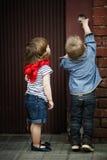 De kinderen spelen met intercom Royalty-vrije Stock Foto