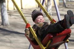 De kinderen spelen op de speelplaats Stock Fotografie