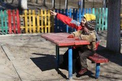 De kinderen spelen op de speelplaats Royalty-vrije Stock Fotografie