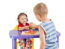 De kinderen spelen winkel Royalty-vrije Stock Afbeeldingen