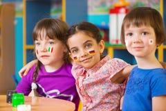 De kinderen in taal kamperen Royalty-vrije Stock Fotografie
