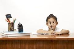 de kinderen treffen om naar school terug te keren voorbereidingen Stock Afbeeldingen