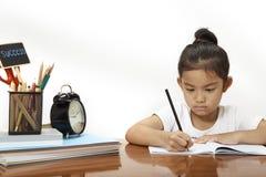 de kinderen treffen om naar school terug te keren voorbereidingen Royalty-vrije Stock Foto's