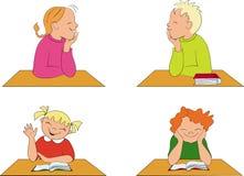 De kinderen van de school in klassenruimte Stock Foto's